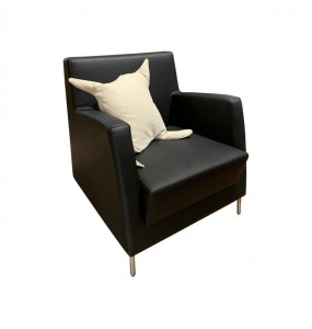 Black armchair in Ecopelle